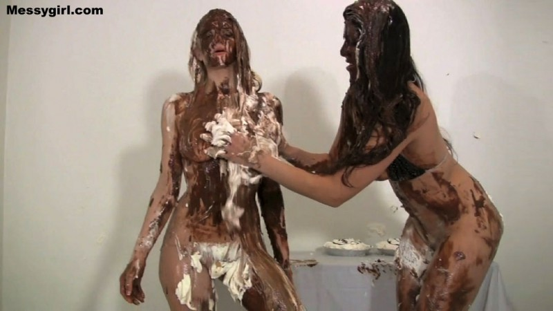 Liz Ashley vs Jasmine Mendez - fight breaks out with pies. Mar 23 2015. Messygirl.com (291 Mb)