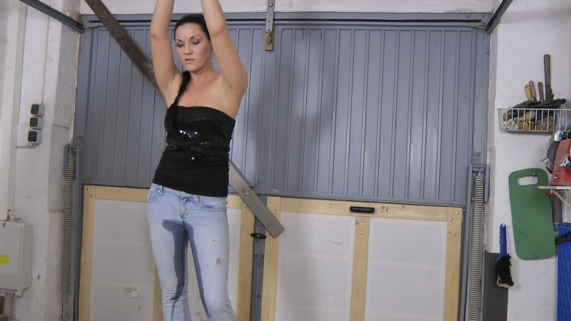Pissing in Jeans. Amateure-Xtreme.com (178 Mb)