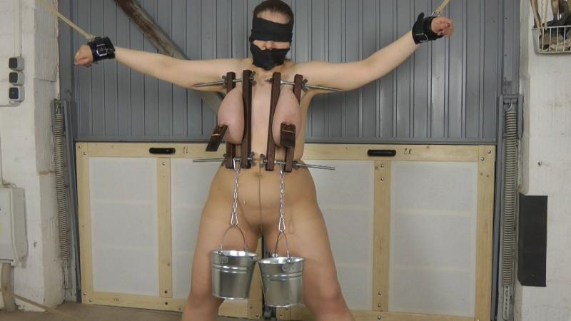 Tit Torture and Punishment. Amateure-Xtreme.com (106 Mb)