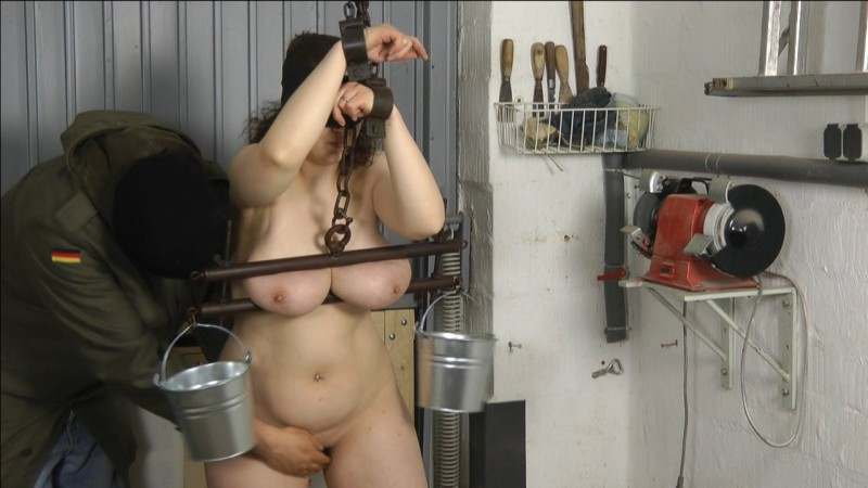 Tit and water torture. Amateure-Xtreme.com (299 Mb)