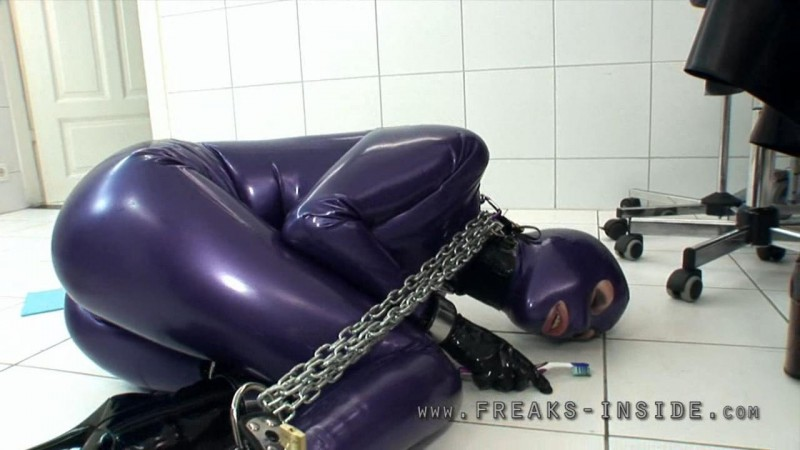 Cleaning With A Toothbrush – Mercedes And Denise Part Two. Mar 01 2012. Freaksinside.com (358 Mb)