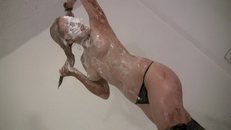 Amy vs The Clown – Amy has a run in with a demented clown. Nov 19 2016. Messygirl.com (256 Mb)