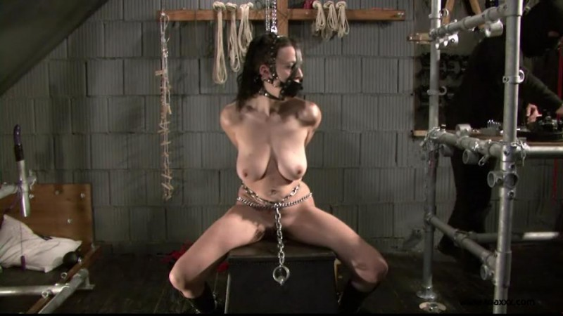 Slave Eva in Chains (TX118). Apr 11 2015. Toaxxx.com (382 Mb)