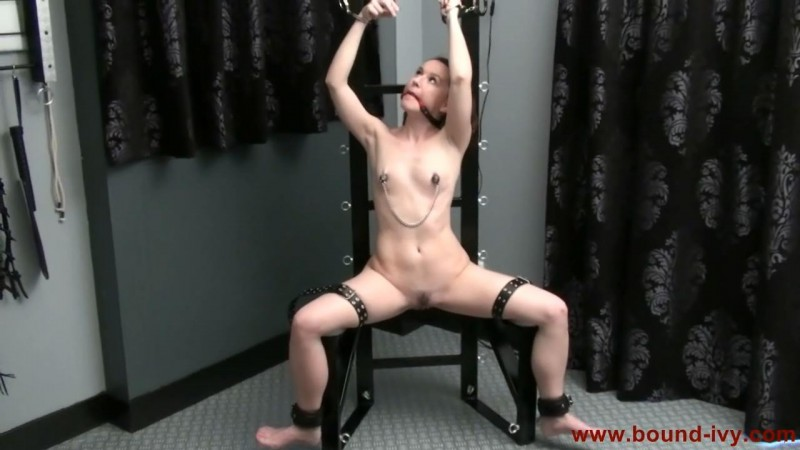 Bondage chair escape (Ivy0261). Bound-ivy.com (80 Mb)