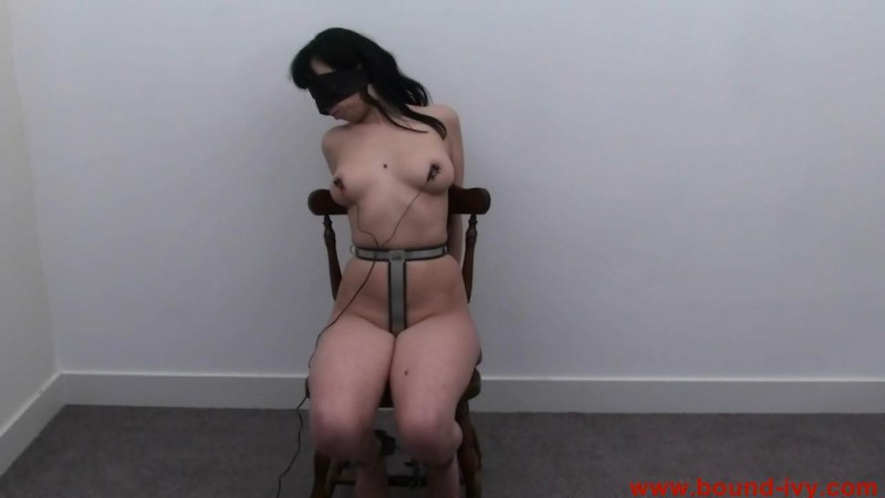 Electric chair (Ivy0111). Aug 12 2011. Bound-ivy.com (53 Mb)