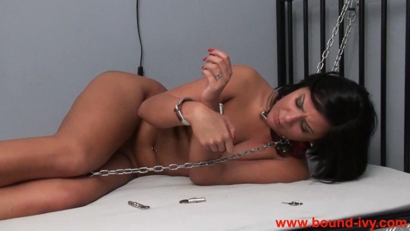 Locks and chains (Ivy0399). Bound-ivy.com (438 Mb)