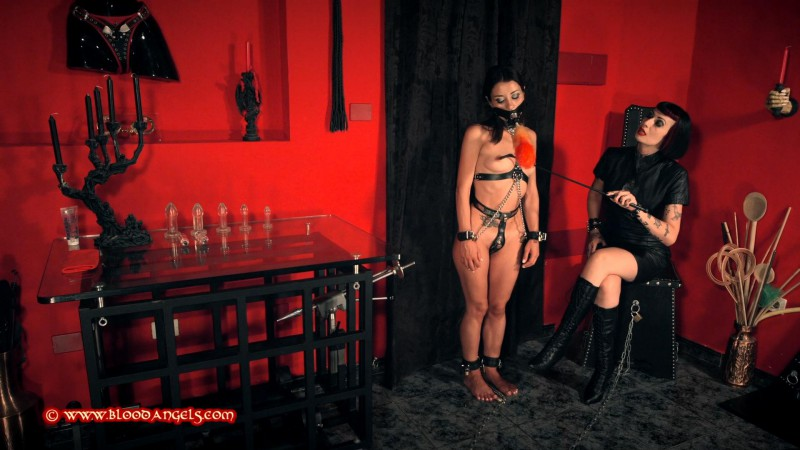 The Cleaning Slavegirl – Mistress Minerva and Valentina Bianco Part One (Clip467). Mar 18 2017. Bloodangels.com (624 Mb)