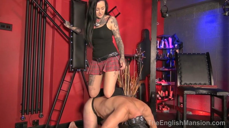 Mean Young Domme – Miss Annalisa. TheEnglishMansion.com (435 Mb)