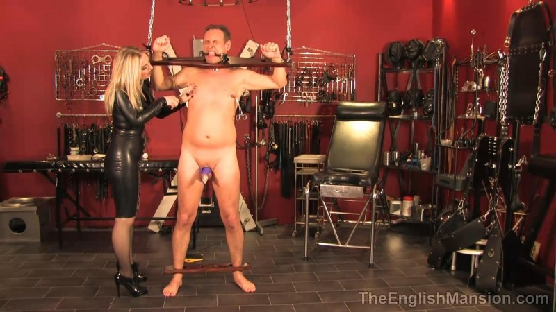 Pilloried N Punished – Mistress Sidonia. TheEnglishMansion.com (327 Mb)