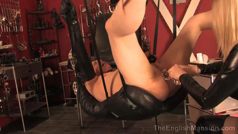 Sling Strapon Fuck – Mistress Sidonia. TheEnglishMansion.com (510 Mb)
