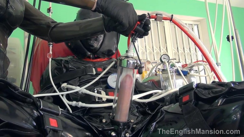 Super Suction Suit – Mistress Sidonia. TheEnglishMansion.com (429 Mb)