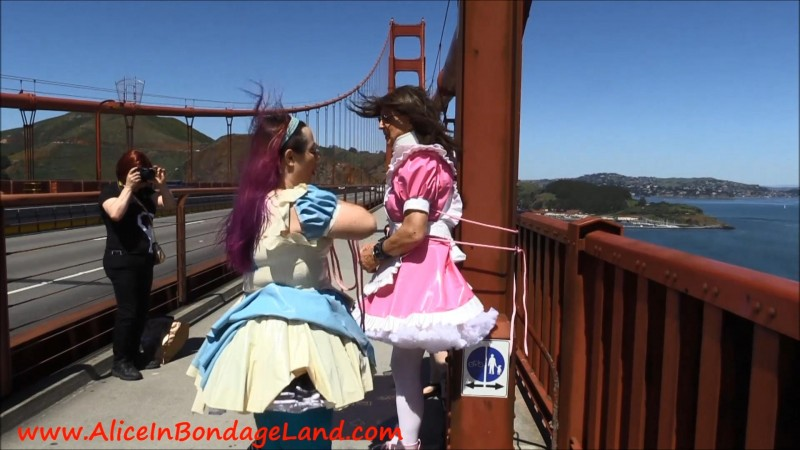 Golden Gate Bridge Public Humiliation Bondage – The Walk Of Shame. Aug 21 2017. AliceInBondageLand.com (2292 Mb)