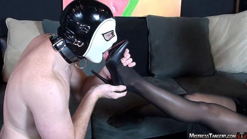 Foot Focused – Mistress Tangent. Mistresstangent.com (275 Mb)