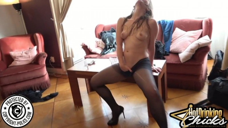 We introduce Sophie. HotDrinkingChicks.com (1541 Mb)