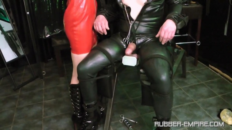 Attack on his Crown Jewels. Rubber-empire.com (315 Mb)