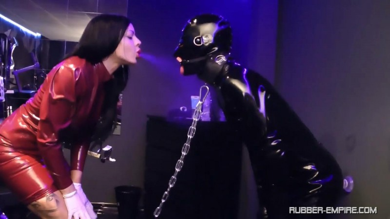 Lady Ashley – Docking-Station. Rubber-empire.com (452 Mb)