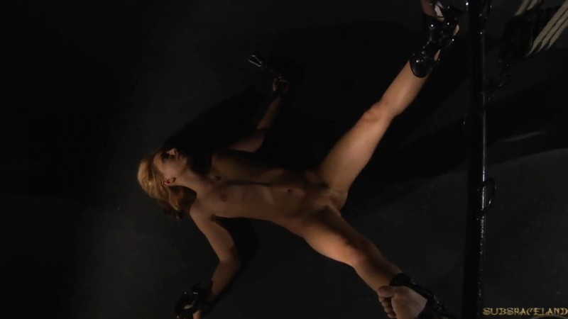 Reflections of fear – Nataly Von. SubSpaceLand.com (249 Mb)