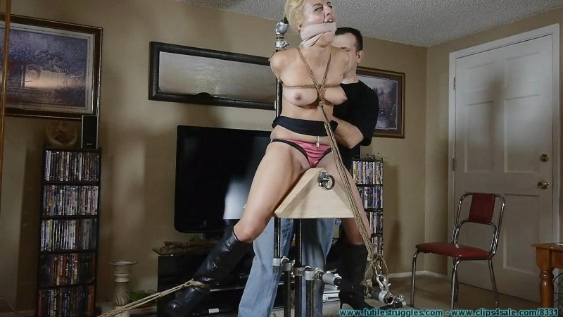 Bitchy Wife Briella Wants To Be Put on a Pedestal But Ends Up on Her Knees. Futilestruggles.com (852 Mb)