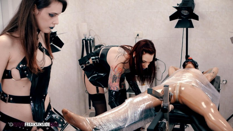 Preparing A New Photo Set – Silvia Rubi, Anneke Necro And Lilyan Red Part One (Clip327). May 13 2017. Freaksinside.com (1502 Mb)