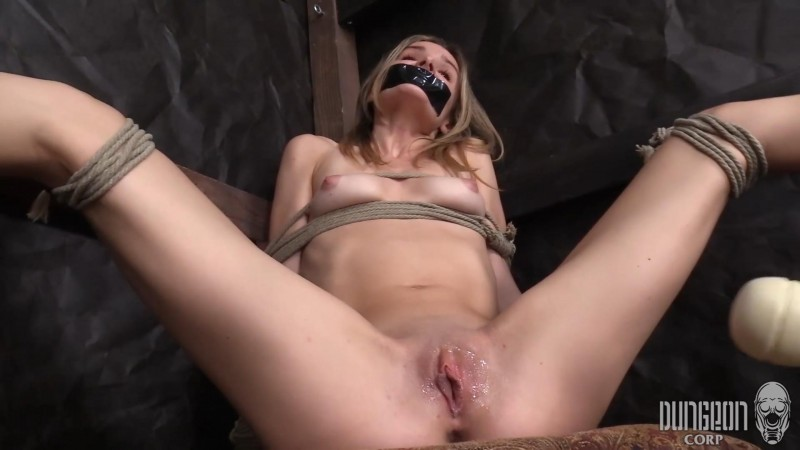 Addee Finds Submission – Addee Kate. Dungeoncorp.com (1444 Mb)