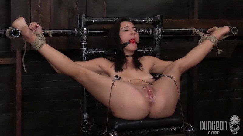 She Refuses to Submit – Jade Amber. Dungeoncorp.com (717 Mb)