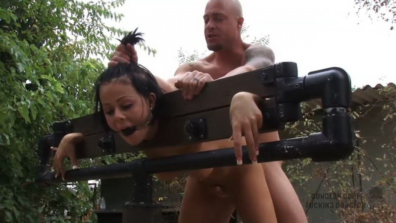 She Wanted to Meet The Creepy Guy – Loni Evans. Dungeoncorp.com (400 Mb)