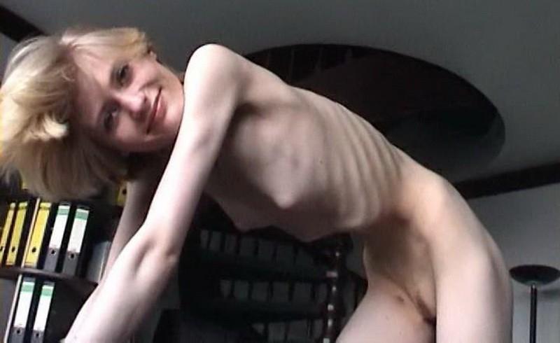 Anna posing naked indoors (f5N3c). 23 Apr 2018. Skinnyfans.com (137 Mb)