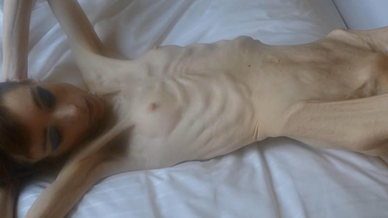Christin posing naked indoors (6B2yz). 08 Jan 2018. Skinnyfans.com (258 Mb)