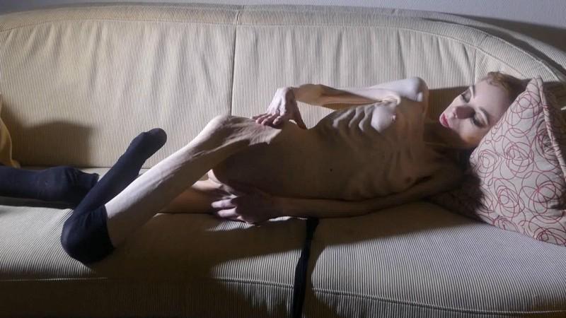 Christin undressing and posing indoors (j7D3c). 18 Mar 2019. Skinnyfans.com (266 Mb)