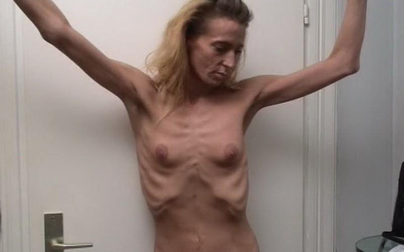 Denise posing indoors (d5M9c). 16 Jul 2018. Skinnyfans.com (142 Mb)