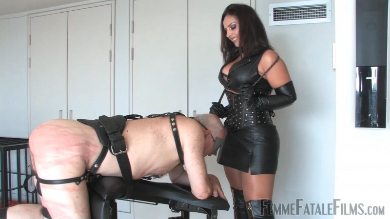 300 – Featuring Mistress Ezada Sinn. 15 Nov 2018. Femmefatalefilms.com (1678 Mb)