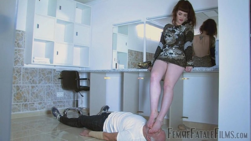 Dressing Down – Featuring Miss Zoe. 15 Oct 2018. Femmefatalefilms.com (119 Mb)