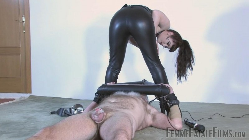 Leather Ass Smother – Featuring Miss Zoe. 14 Sep 2018. Femmefatalefilms.com (180 Mb)