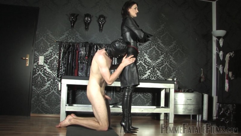 Leather Goddess – Featuring Lady Victoria Valente. 14 Dec 2018. Femmefatalefilms.com (592 Mb)