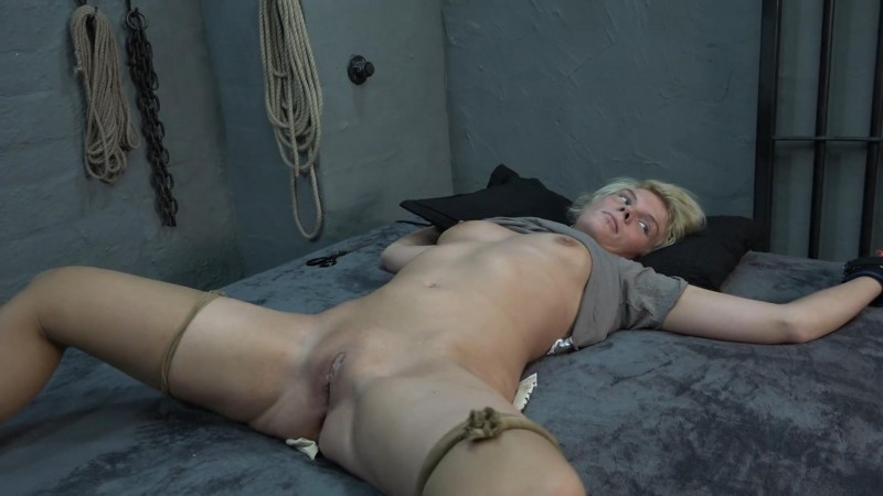 Lissy tied up on the bed. 2019-03-08. Amateure-Xtreme.com (122 Mb)