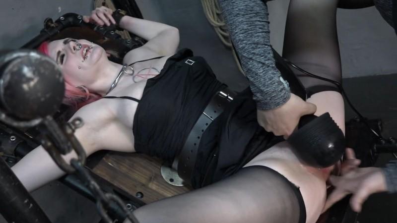 Mega Massager – Laura. 2019-04-07. Amateure-Xtreme.com (532 Mb)