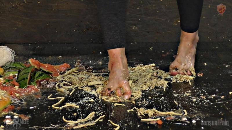 Foot Slave Graphic Food Crushing - Abigail Dupree. May 22 2019. Sensualpain.com (2242 Mb)