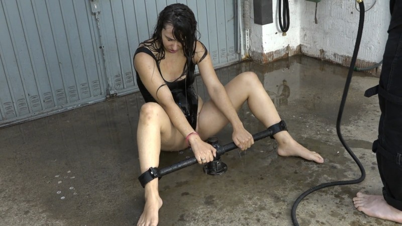 Cold water – Aiyana. 2019-11-29. Amateure-Xtreme.com (209 Mb)