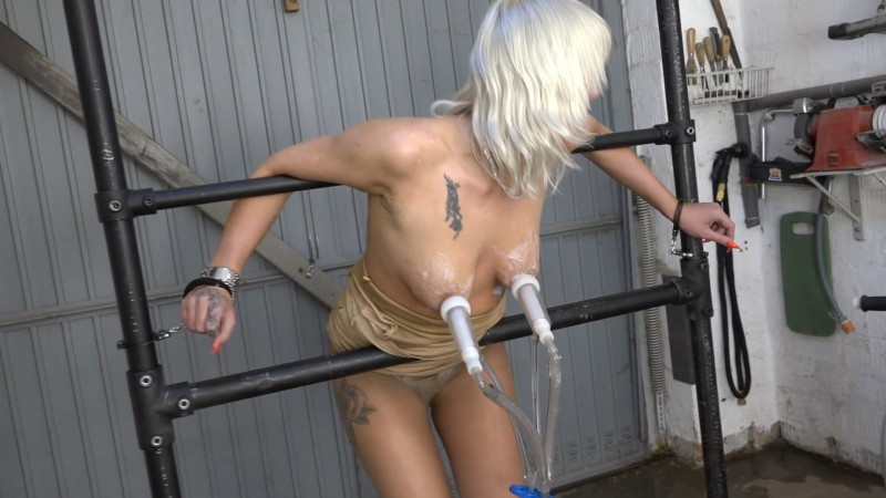 The wild Lissy is milked. 2019-12-06. Amateure-Xtreme.com (195 Mb)