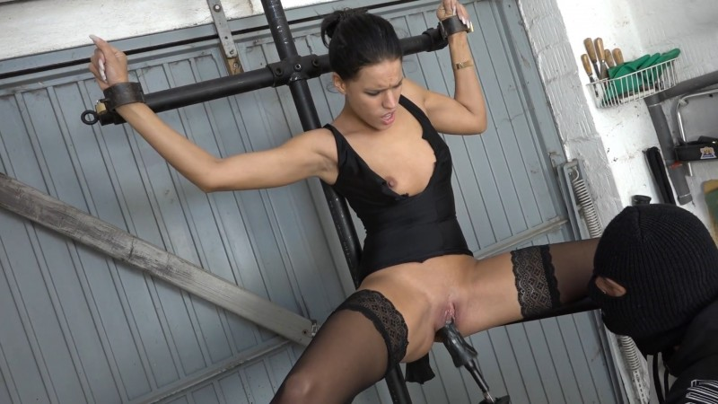 Christy on the leg spreader - Christy Ley. 2020-02-28. Amateure-Xtreme.com (164 Mb)