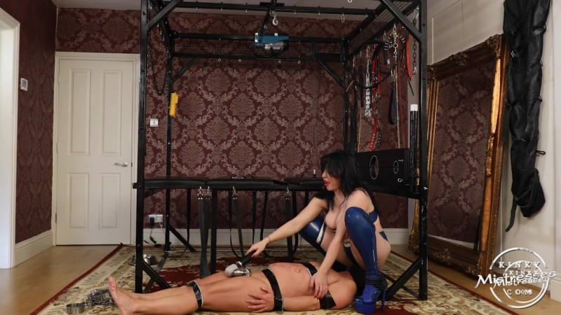 Sexy Trampling - Mistress Damara. Kinkymistresses.com (610 Mb)