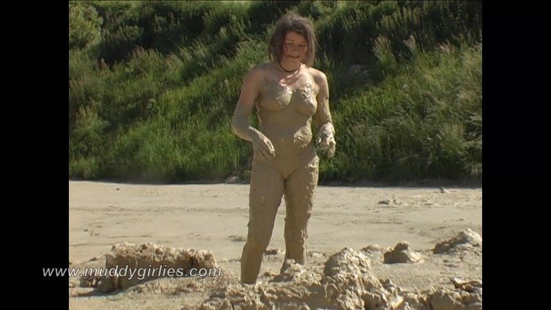 Svenja's First Mud Bath. 24 Aug 2018. Muddygirlies.com (350 Mb)