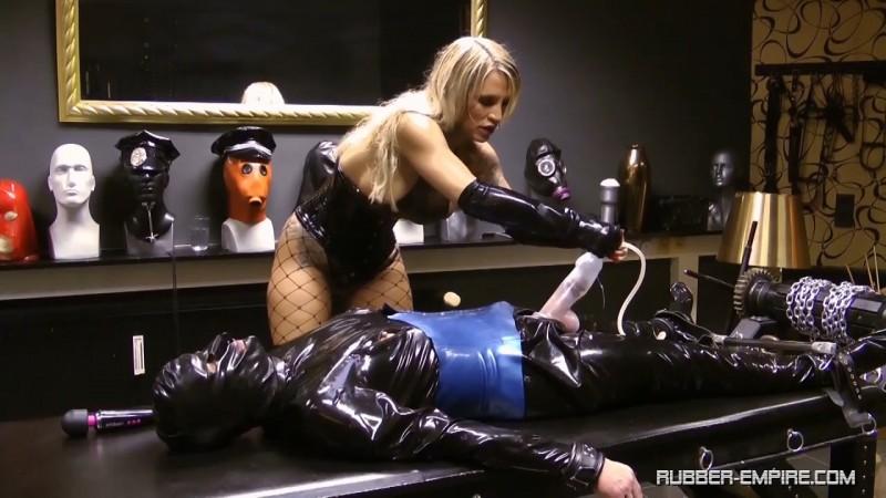 Calea Toxic - A Toxic Orgasm. 2019-03-05. Rubber-empire.com (301 Mb)