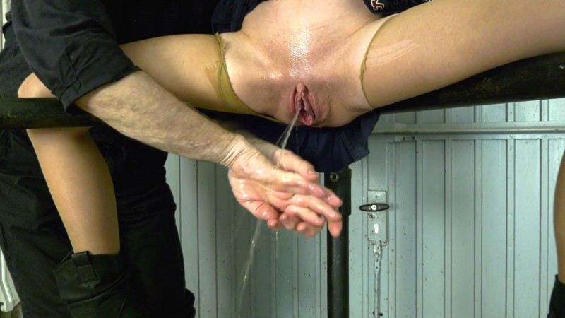 Fisting and pissing – Karina. 2020-06-23. Amateure-Xtreme.com (174 Mb)