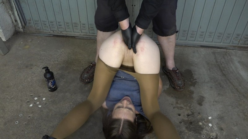 Fisting in the pillory - Karina. 2020-08-11. Amateure-Xtreme.com (162 Mb)