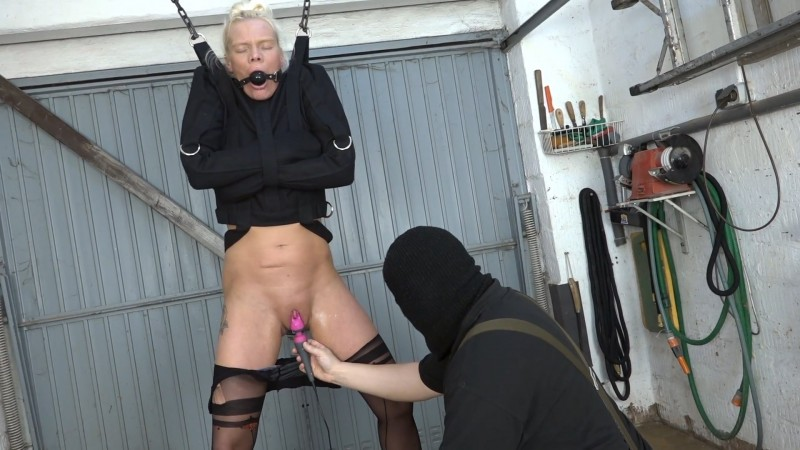 Lissy with a straitjacket. 2020-09-18. Amateure-Xtreme.com (195 Mb)