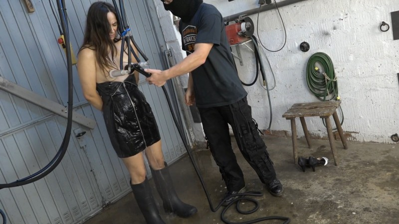 Milking in rubber boots - Aiyana. 2020-08-30. Amateure-Xtreme.com (271 Mb)