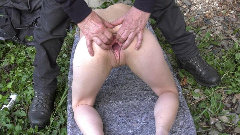 Outdoor Fisting – Karina. 2020-06-10. Amateure-Xtreme.com (251 Mb)