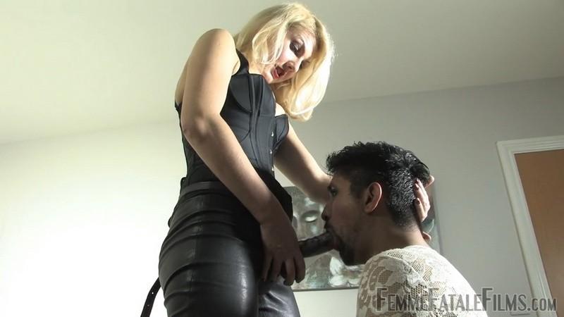 Pegging Sue - Mistress Akella. 1st Nov 2020. Femmefatalefilms.com (430 Mb)