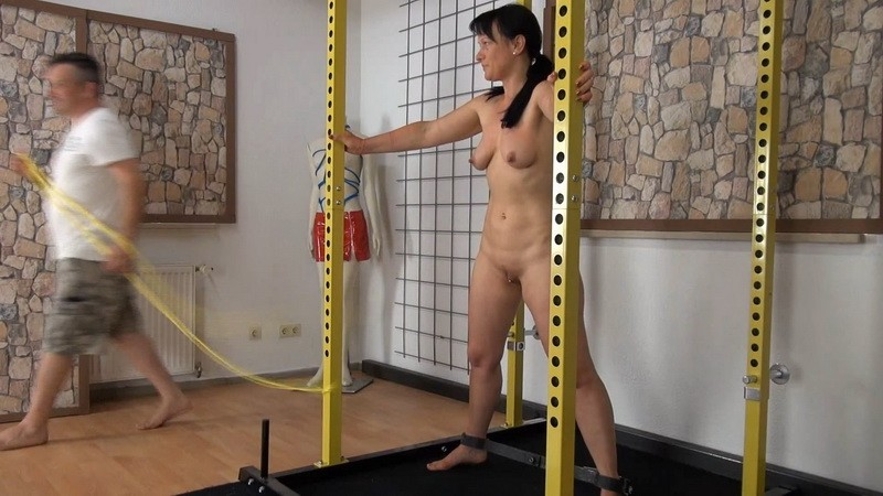 Strapado and Titts. Yvette-Xtreme.com (511 Mb)